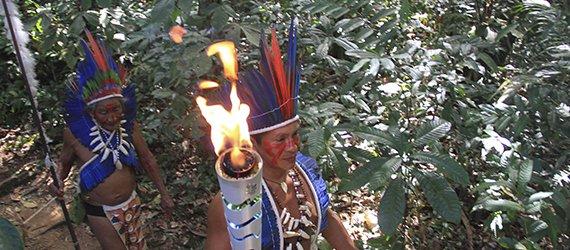 Índios Dessana conduzem Tocha Olímpica na RDS do Tupé
