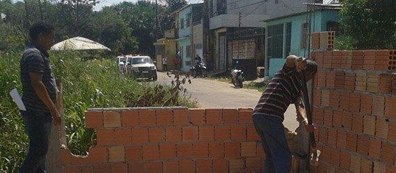 Prefeitura de Manaus impede ocupação irregular às margens de igarapé na Redenção