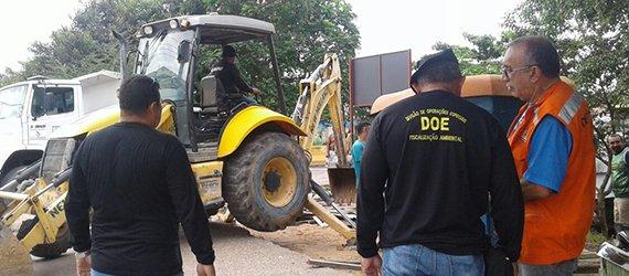 Ocupações irregulares em área de preservação ambiental são retiradas